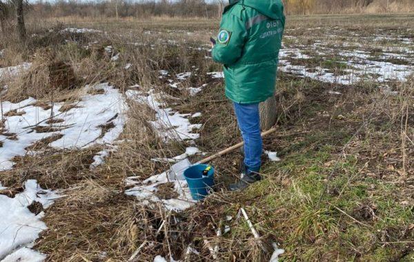 Участие сотрудников филиала ЦЛАТИ по Краснодарскому краю в отборе проб почвы на трассе Краснодар-Кропоткин, вблизи п. Двубратский  Усть-Лабинского района.